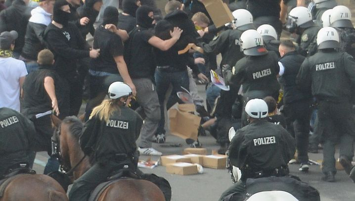Krawalle in Dortmund: Schlägereien vor dem Stadion