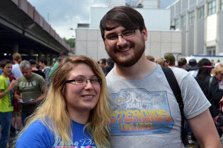 """Pia (27) und Marc (24) aus Bochum: Neben dem Spielen schauen sie zusammen """"My Little Pony"""""""