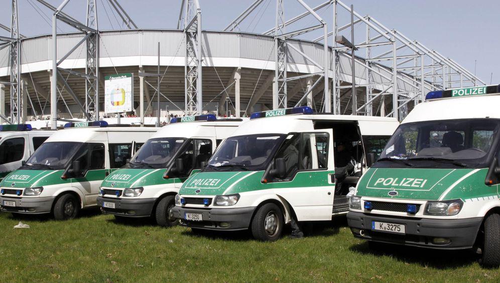 Bundesliga: Hanke legt vor, Reus trifft