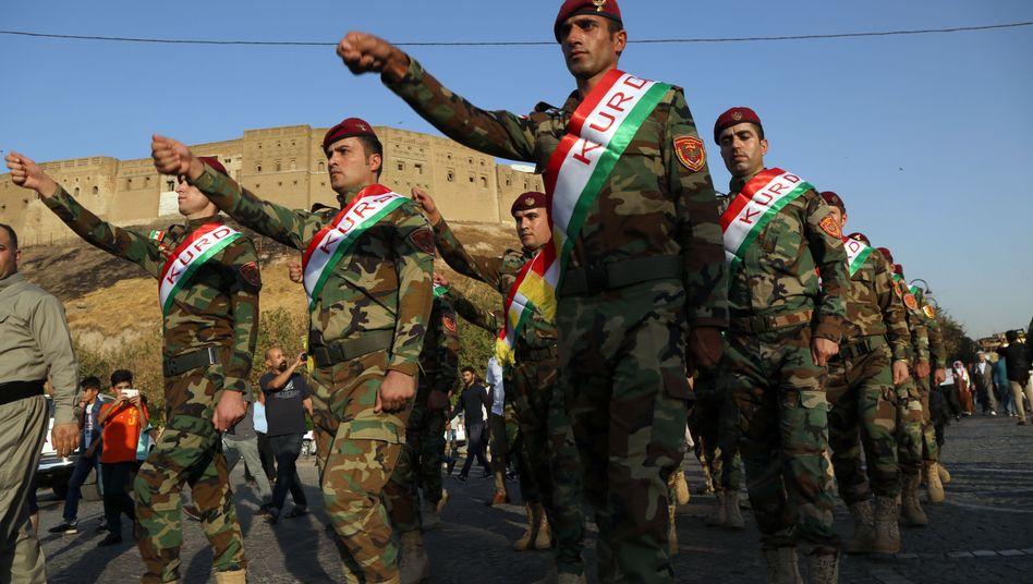 Kurdische Peschmerga-Kämpfer in Erbil im Nordirak