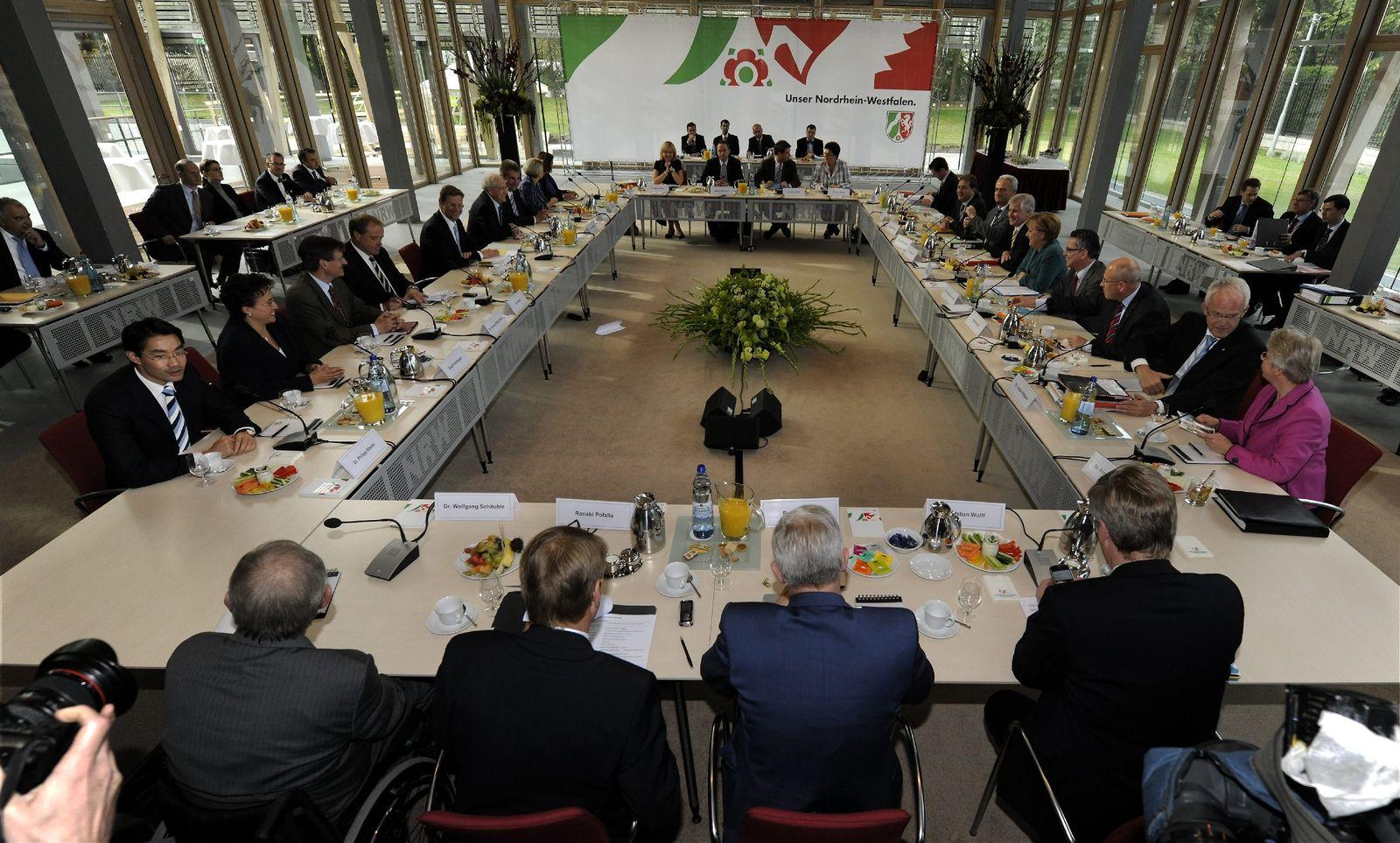 Koalitionsverhandlungen/ Sitzungssaal