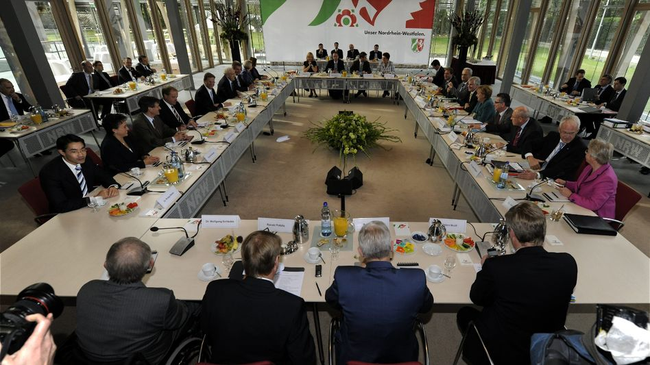 The US was kept abreast of German coalition negotiations as they took place. Here, Chancellor Merkel's Christian Democrats meet with Foreign Minister Westerwelle's Free Democrats in October 2009. Internal notes from the talks ended up in Washington not long afterwards.
