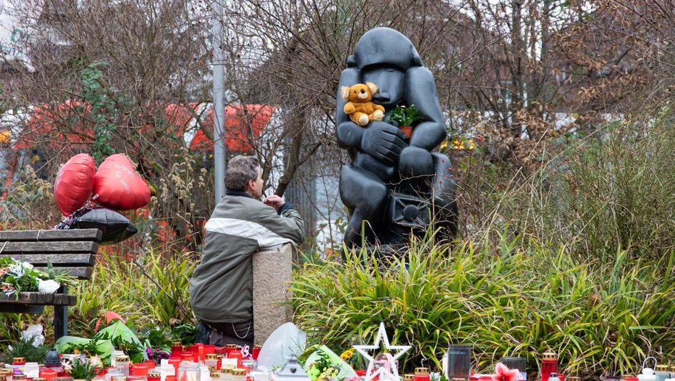 Die Anteilnahme war groß, nachdem im Krefelder Zoo an Neujahr 30 Tiere bei einem Brand verendeten
