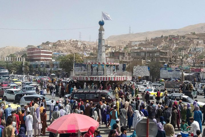 Taliban-Flagge in der nordafghanischen Stadt Pul-e-Khumri
