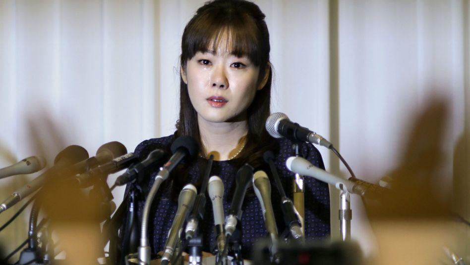 Haruko Obokata bei einer Pressekonferenz: Die Studien werden zurückgezogen