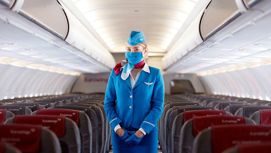 Eurowings-Flugbegleiterin: Beschäftigte verzichten auf Geld und Altersvorsorge