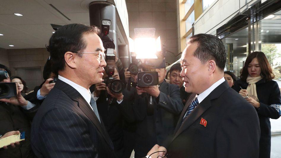 Ri Son Gwon (r.) bei einem Treffen in Südkorea (Januar 2018)