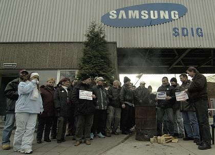 """Mahnwache bei Samsung: """"Katastrophe für Berlin"""""""