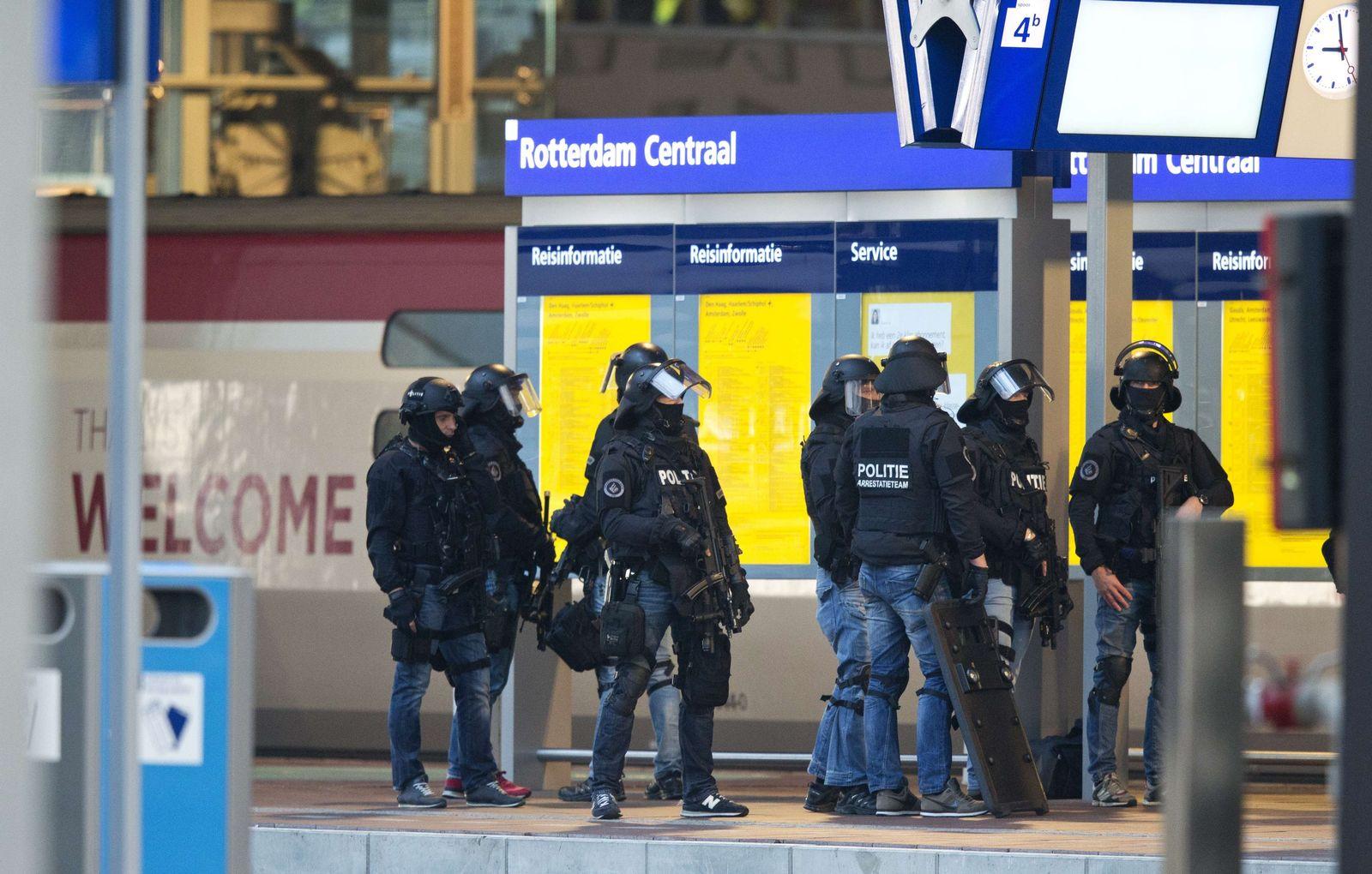 NETHERLANDS-TRANSPORT-POLICE-TRAIN