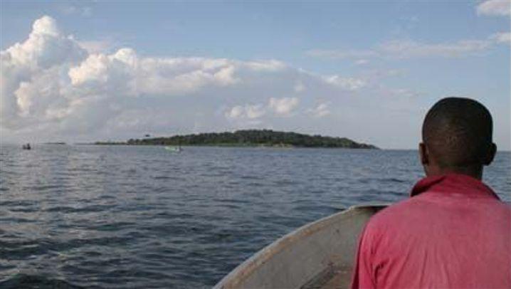 Die Schimpansen von Ngamba: Waisenhaus im See
