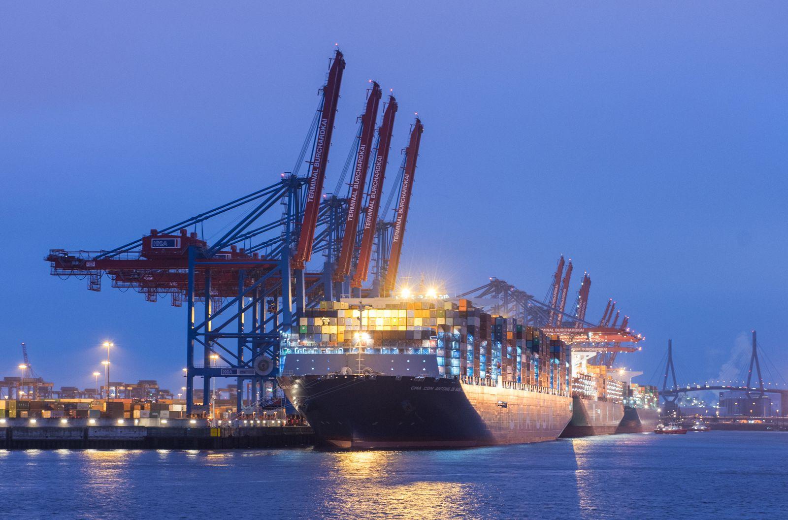 Containerschiff «Antoine de Saint Exupery» in Hamburg
