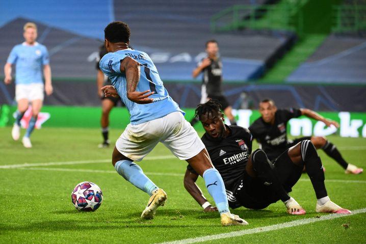 Sterling lässt Gegenspieler rechts liegen, darüber hinaus brachte er gegen Lyon aber nicht viel zustande