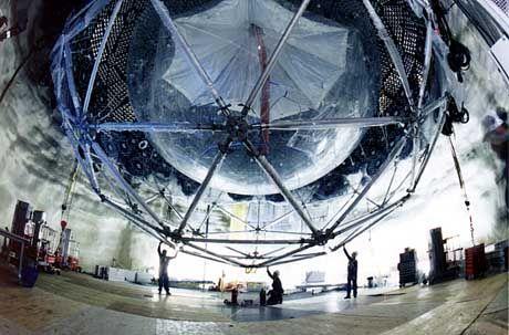 Der SNO-Detektor in der Bauphase: Neutrino-Nachweis in zwei Kilometer Tiefe