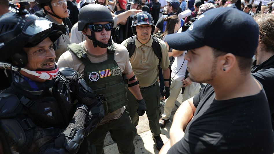 Rechte und Gegendemonstranten in Charlottesville