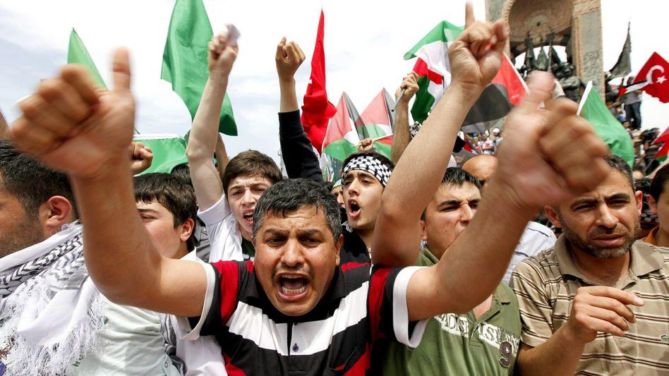 """Proteste gegen Israel in der Türkei: """"Gefährlich und verrückt"""""""