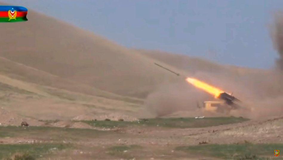 Bergkarabach Aserbaidschan Setzt Offensive Fort Der Spiegel
