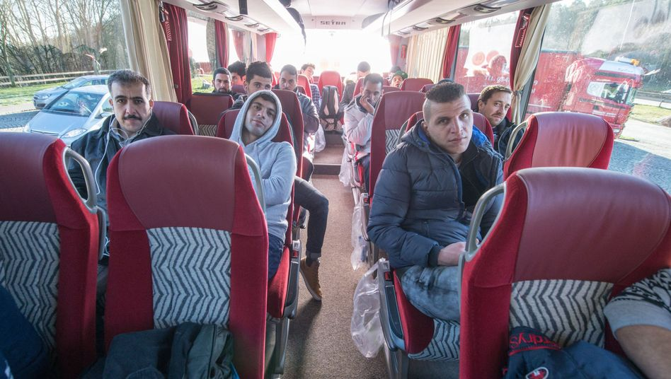 Flüchtlinge im Bus von Bayern nach Berlin: Was gestern noch unplausibel war, ist heute eine Tatsache