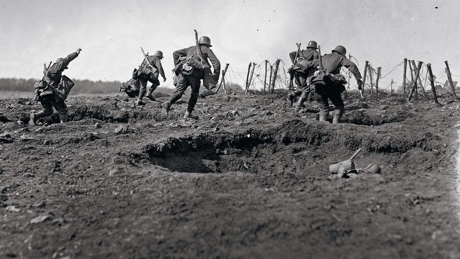 Deutsche Soldaten im Ersten Weltkrieg an der Westfront um 1916