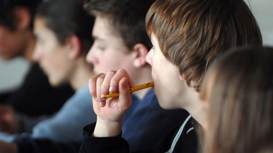 Eine neunte Klasse in Bayern: Viele Lehrer stöhnen über zu große Klassen