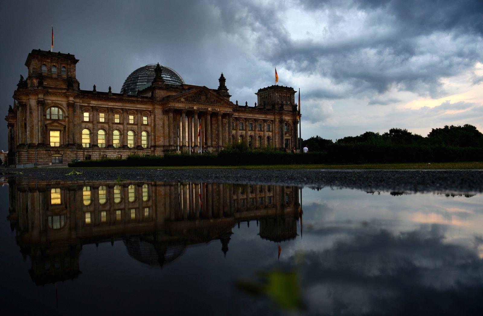 NICHT VERWENDEN Reichstag / Gewitterstimmung / Wolken
