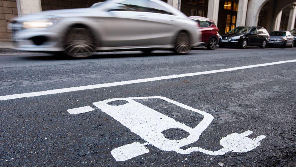 Ladenetz in Deutschland: Auf eine Säule kommen 13 E-Autos