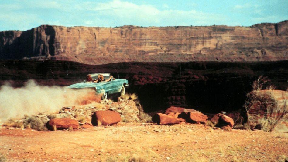 """Filmszene aus """"Thelma und Louise"""": Mit dem Thunderbird in den Grand Canyon"""