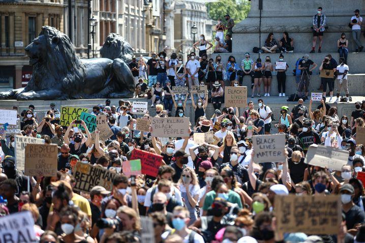 Demonstranten auf dem Londoner Trafalgar Square