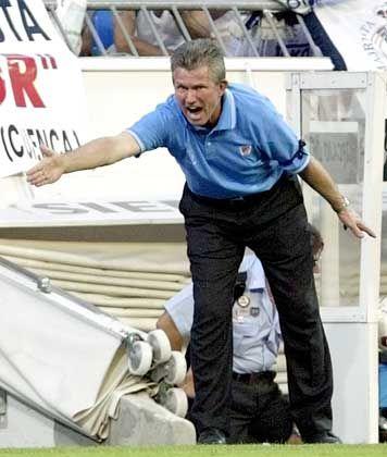 Nach insgesamt zehn Jahren auf der iberischen Halbinsel kehrt Heynckes in die Fußball-Bundesliga zurück. Er wird viele alte Bekannte treffen - unter anderem auch Ewald Lienen. Mit dem Gladbacher Chefcoach bildete der Neu-Schalker bei CD Teneriffa von 1995 bis 1997 das Trainergespann.
