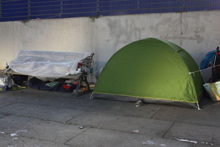 Obdachlosen einem sex mit Obdachlose Porno