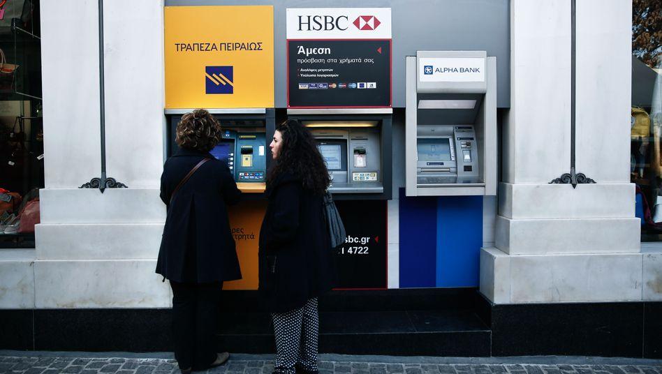 Griechen am Geldautomat: Angst vor dem Euro-Aus