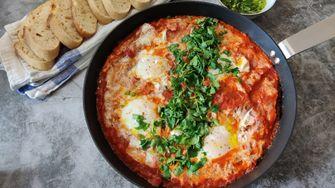 Osterfrühstück zum Eierverstecken: Göttliche Shakshuka für 2,70 Euro