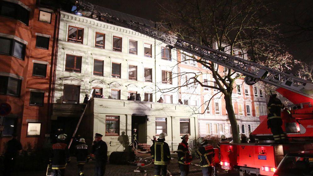 Feuer in Mehrfamilienhaus: Tödlicher Rauch