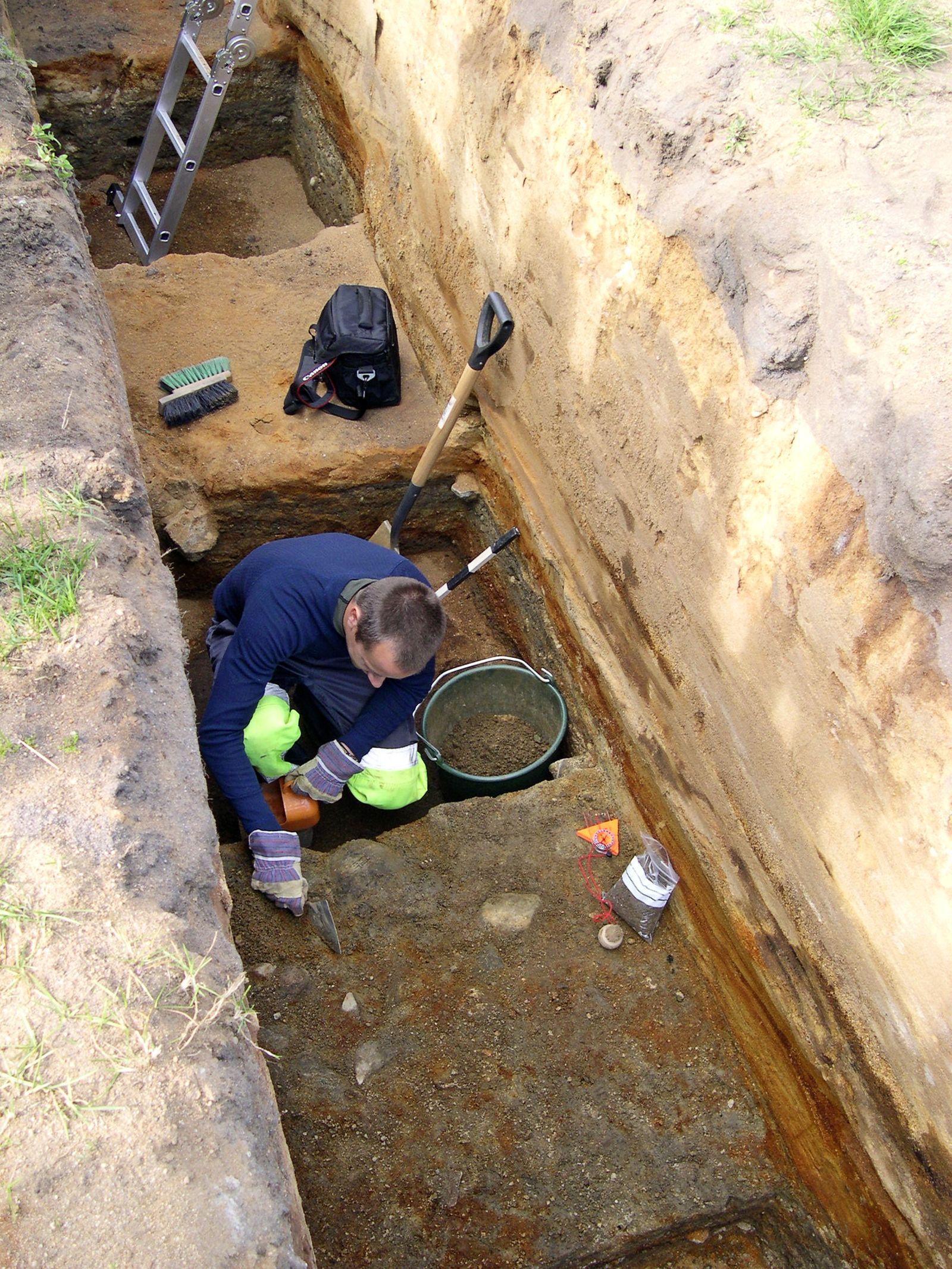 EINMALIGE VERWENDUNG DER SPIEGEL 42/2010 Seite 178 Ausgrabungen bei Kristiansand