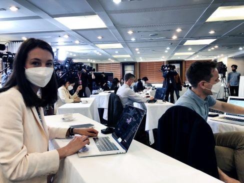 SPIEGEL-Korrespondentin Peters bei der Pressekonferenz