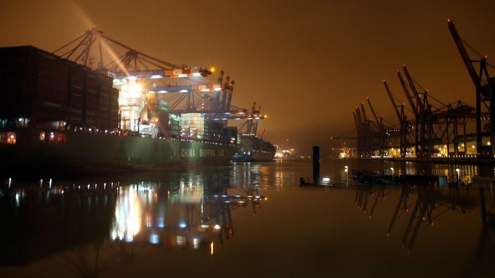 Photo Gallery: Trans-Atlantic Trade Turbulence
