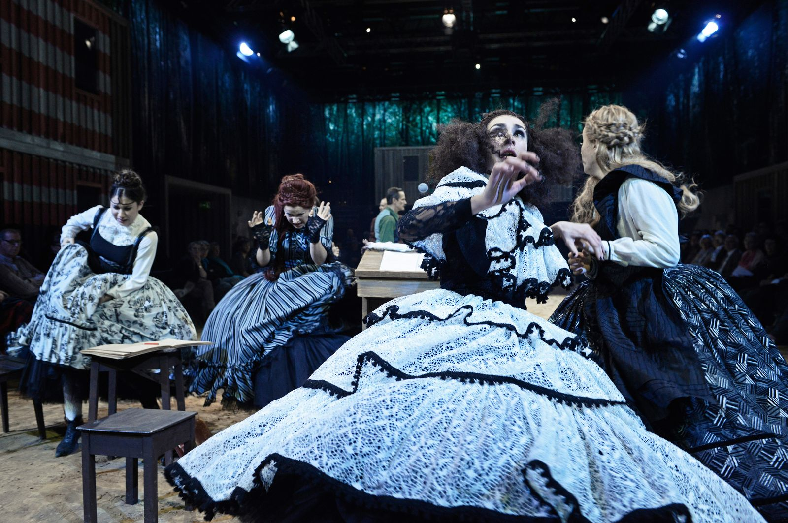 EINMALIGE VERWENDUNG Theater/ Hexenjagd von Arthur Miller