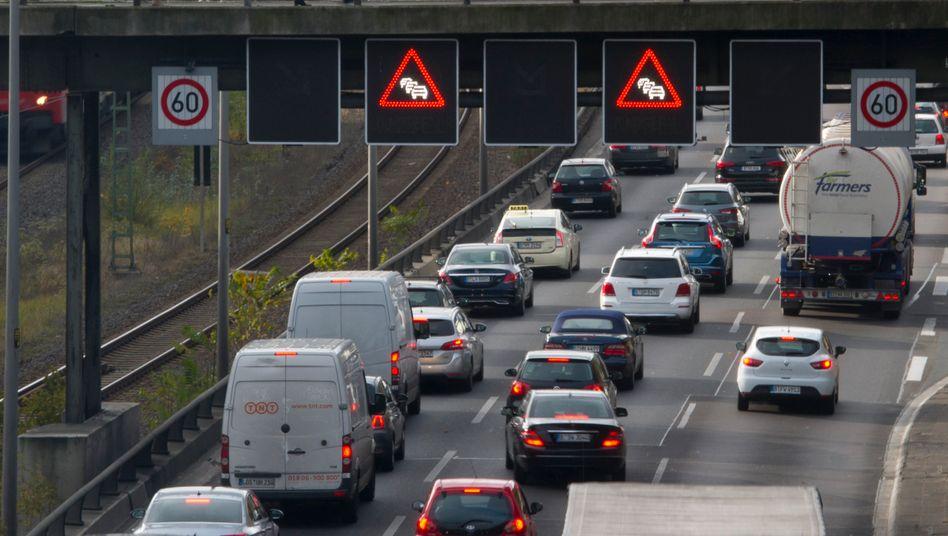 Autobahn (Symbolbild): Parken verboten