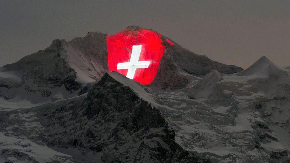 100 Jahre Jungfraubahn: Kunstwerk in Rot-Weiß