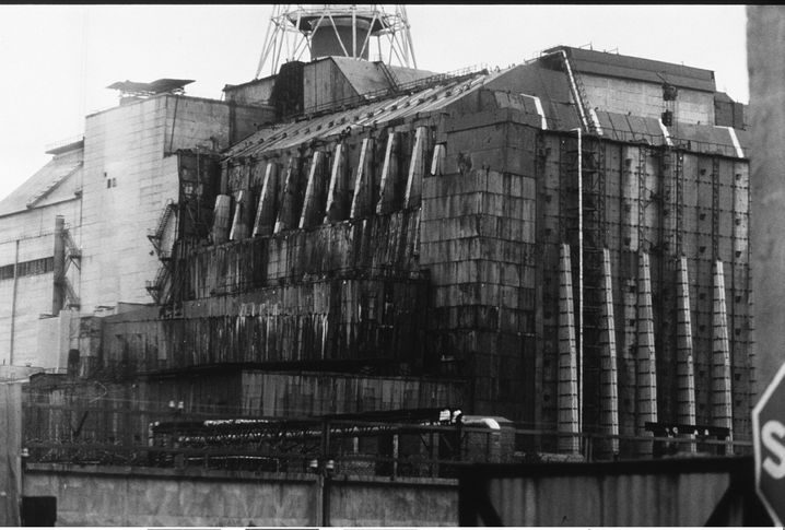 Erster Sarkophag des Unglücks-Reaktors