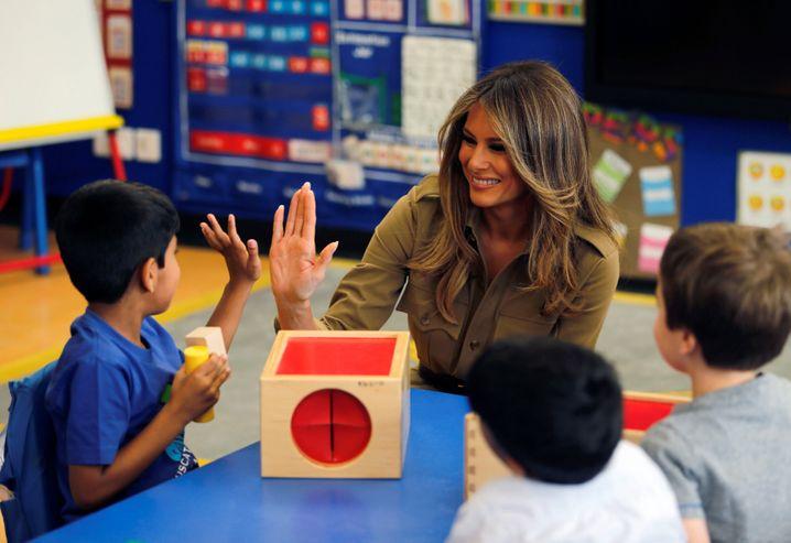 First Lady Trump mit Kindern in der Internationalen Schule in Riad
