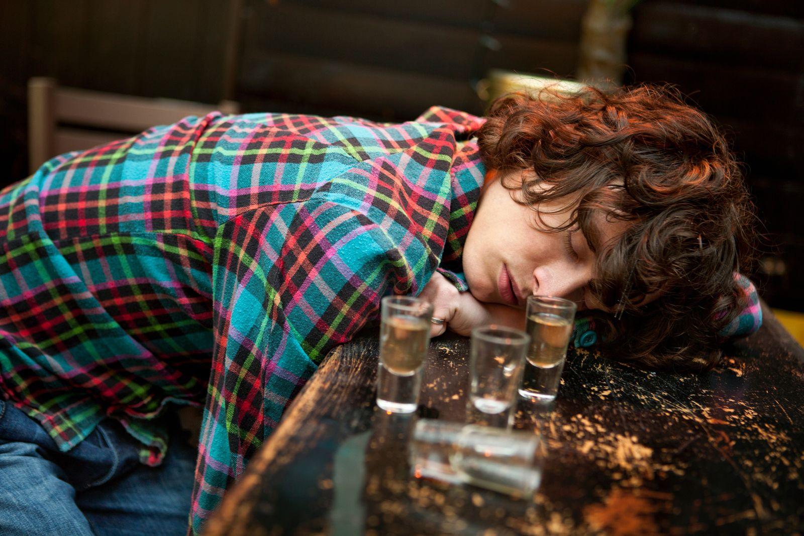 NICHT MEHR VERWENDEN! - Komasäufer / Komasaufen / Alkohol / Bewusstlos
