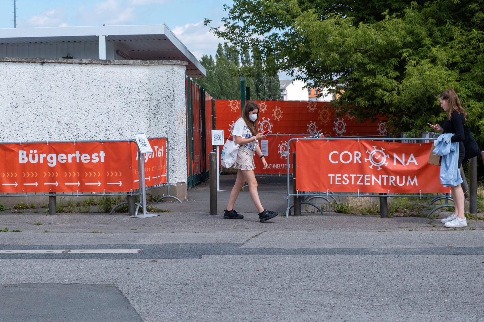 Corona-Testzentrum im Berliner Stadtteil Prenzlauer Berg. An vielen Orten in Berlin gibt es die Möglichkeit für kostenlo