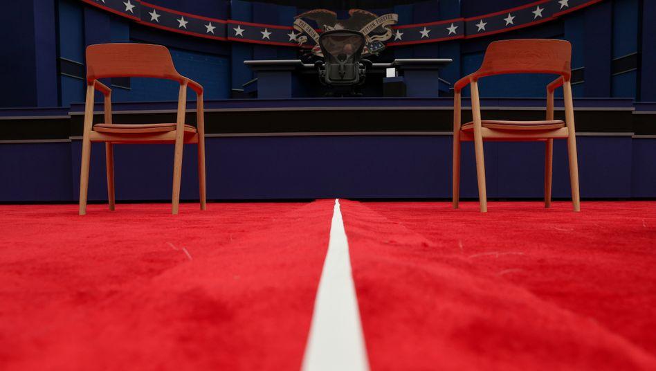 Leere Stühle vorm ersten Fernsehduell: Die weiteren Debatten zwischen Trump und Biden fallen nun wahrscheinlich aus