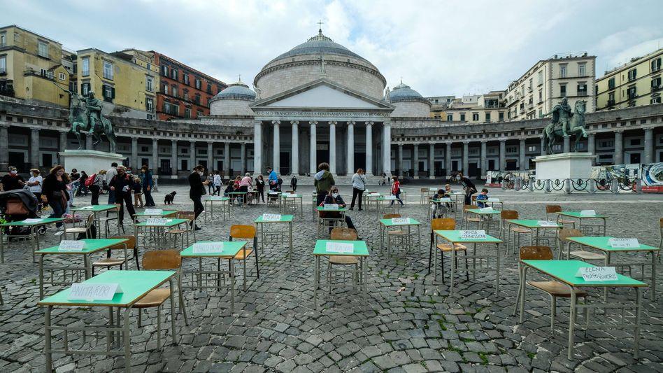 Demonstration gegen Distanzunterricht in Neapel