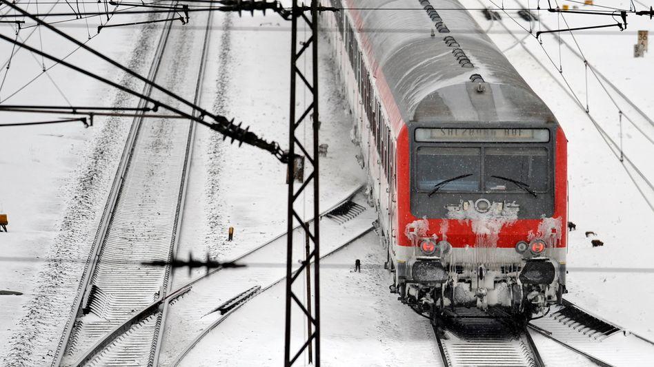 Regionalzug (Archivbild): In Nordrhein-Westfalen drohen Ausfälle im Winter