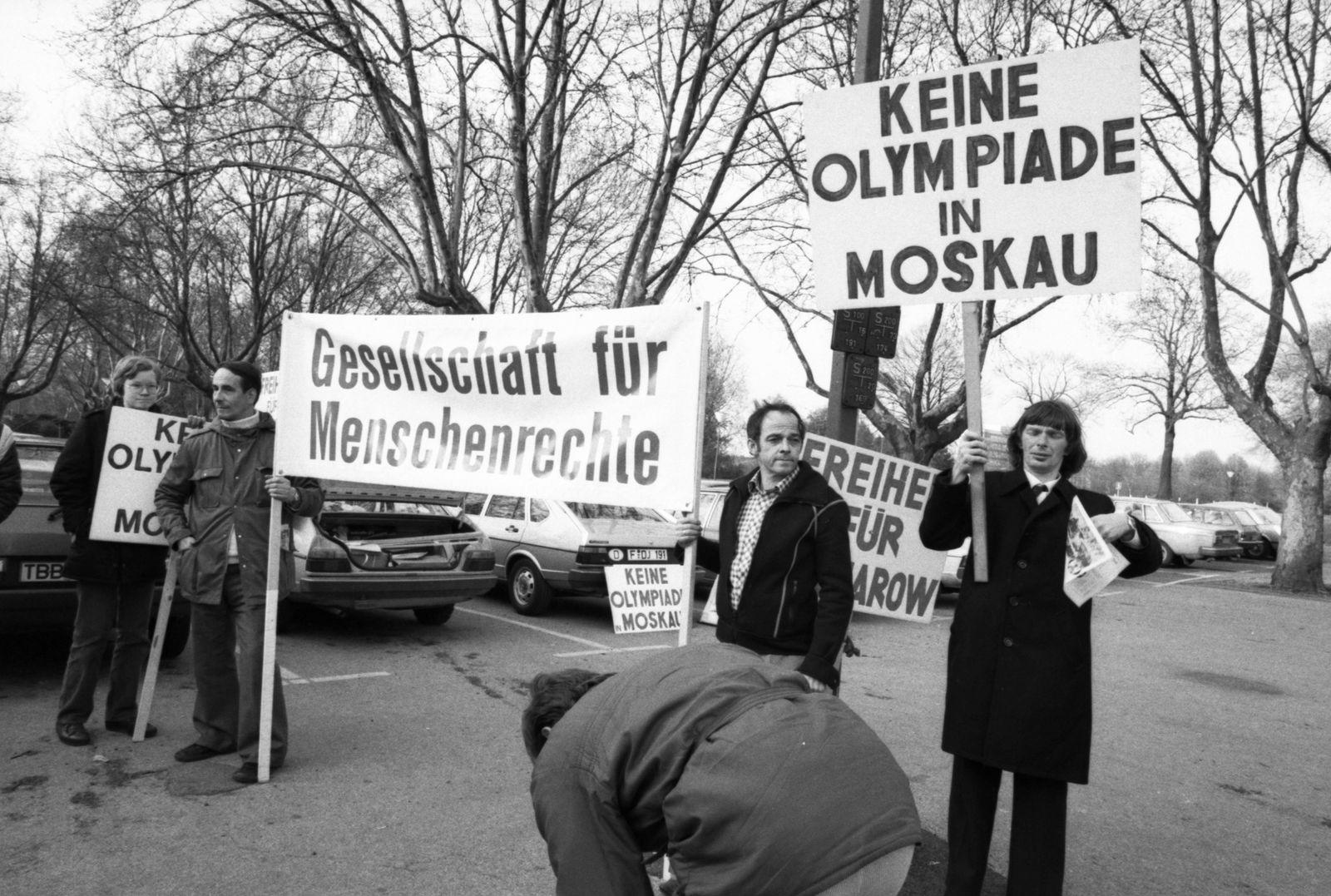 Ja und Nein zur Olympiade in Moskau 1980 DEU Deutschland Dortmund Das Ja und Nein zur Olympiade i