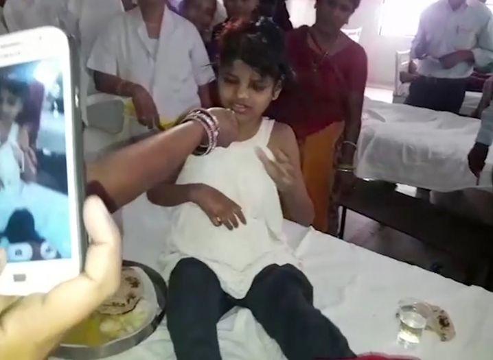 Das Mädchen ist zehn bis zwölf Jahre alt, vermuten die Ärzte