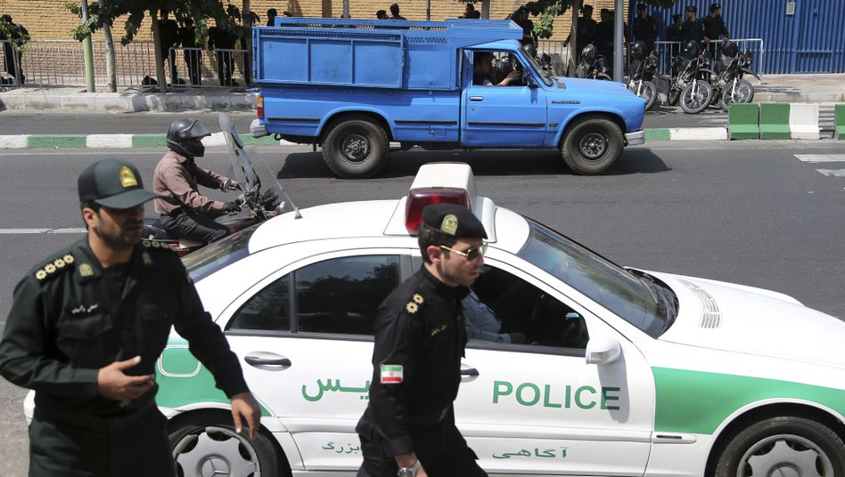 Polizisten in Teheran (Archivaufnahme)