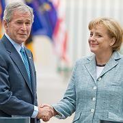 US-Präsident Bush, Kanzlerin Merkel: Schmeichelhafte Signale nach Deutschland