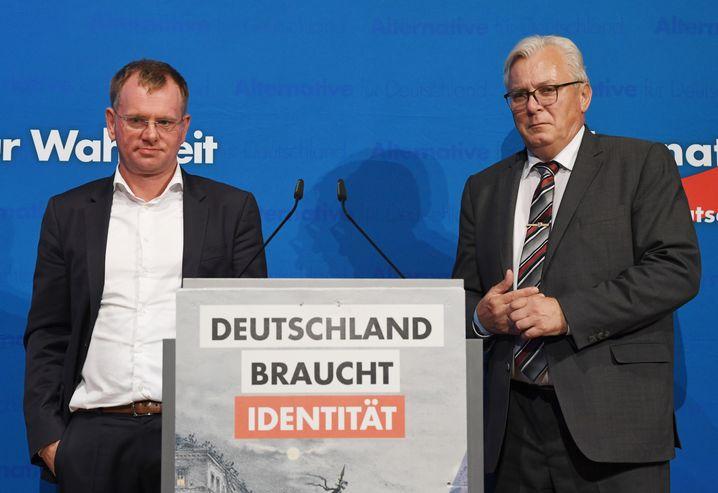 """AfD-Politiker Dirk Spaniel (l) und Bernd Gögel: """"Spaltet und intrigiert"""""""